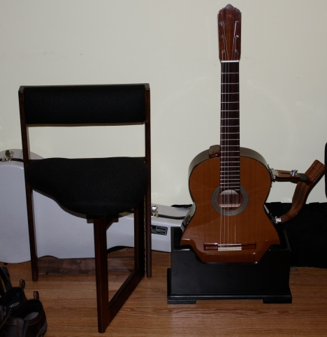 devoe pensa guitar stand guitar chair victor tarassov. Black Bedroom Furniture Sets. Home Design Ideas